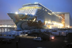 Cruise ship Norwegian Getaway leaves building dock